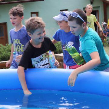 Bazén s dětmi